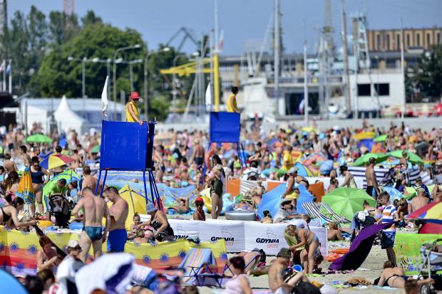 Tegoroczny sezon turystyczny, przez koronawirusa, może być wyjątkowo biedny. Dlatego Związek Miast i Gmin Morskich, do którego należą Gdynia, Gdańsk i Sopot, apeluje, by nie skracać wakacji.