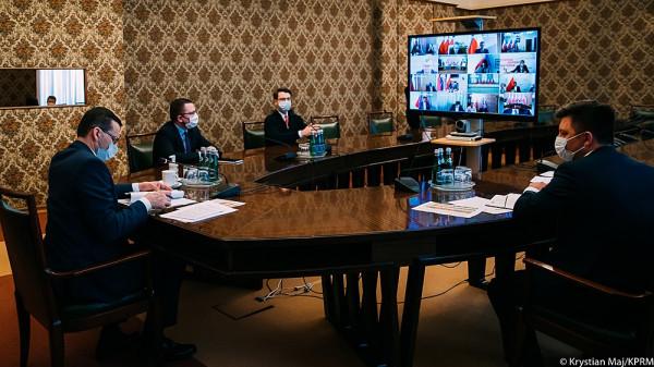 Rządowy Zespół Zarządzania Kryzysowego pod przewodnictwem premiera Mateusza Morawieckiego.