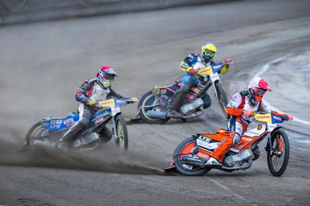 Krystian Pieszczek (na czele) uzyskał prawo startu w eliminacjach do cyklów mistrzostw świata i mistrzostw Europy. Koronawirus może jednak pokrzyżować jego plany.