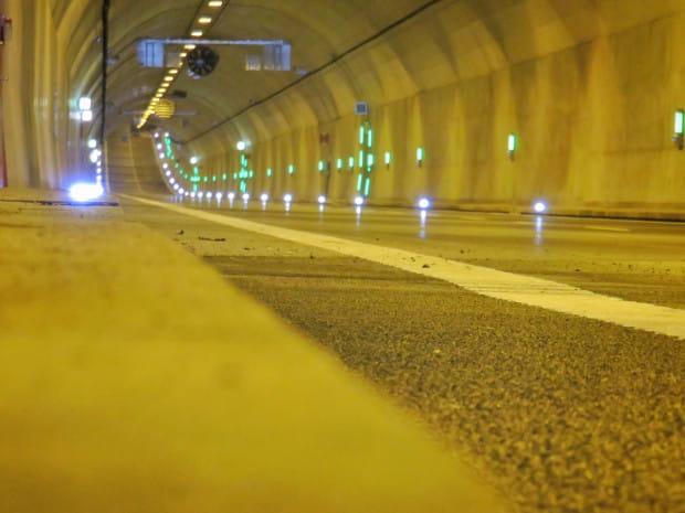 Po czterech latach od otwarcia tunelu drogowcy chcą w nim zainstalować odcinkowy pomiar prędkości.