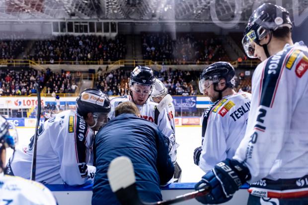 Wciąż jest zbyt wiele niewiadomych, aby podjąć wiążące decyzje co do kształtu rozgrywek Polskiej Hokej Ligi w przyszłym sezonie. Rozważane są jednak różne warianty, włącznie ze stworzeniem rozgrywek z zespołami z innych krajów. W Gdańsku na pewno nie zgodzą się na taką opcję.