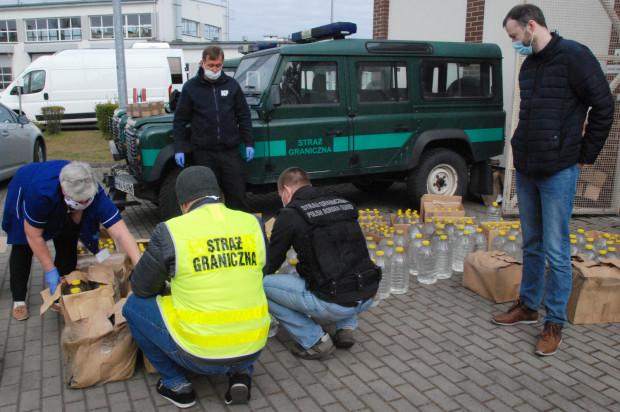 Setki litrów przechwyconego alkoholu trafiły do szpitala. Posłużą tam jako środek do dezynfekcji.