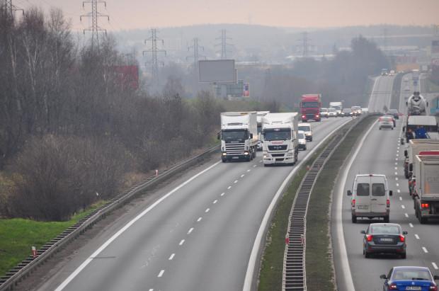 W ostatnich czterech tygodniach ruch na obwodnicy wyraźnie zmalał. Na podobnym poziomie utrzymuje się tylko ruch ciężarówek.