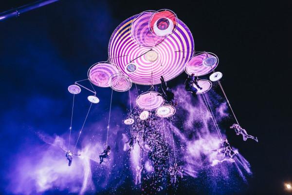Na podniebne ewolucje i artystów ulicznych, co roku przyjeżdżających do Gdańska na festiwal FETA, będziemy musieli poczekać do 2021 roku. Tegoroczna edycja festiwalu została odwołana.