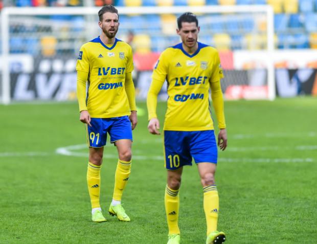 Marko Vejinović (nr 10) i Fabian Serrarens (91) mają wrócić do Gdyni w najbliższy piątek, a potem czeka ich 14-dniowa kwarantanna.