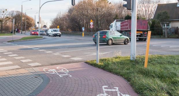 Kierowcy twierdzą, że przebudowa infrastruktury przy powstających osiedlach na Kosakowie jest niezbędna. Na zdjęciu skrzyżowanie ul. płk Dąbka z Derdowskiego.