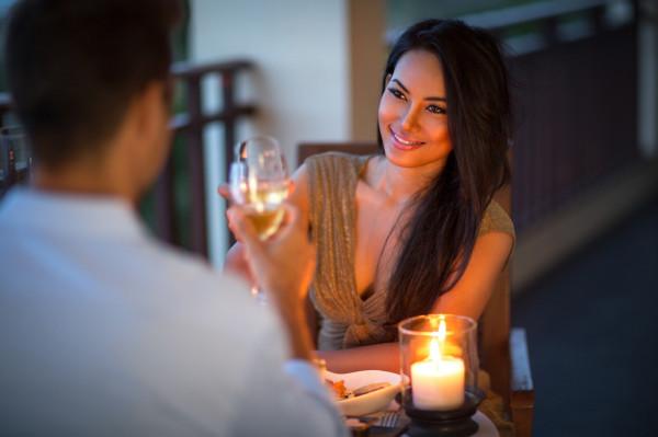 Dni i wieczory są coraz dłuższe i cieplejsze, wielu z nas spędzi je na balkonie, gdzie każdy może urządzić swoją ministrefę relaksu.