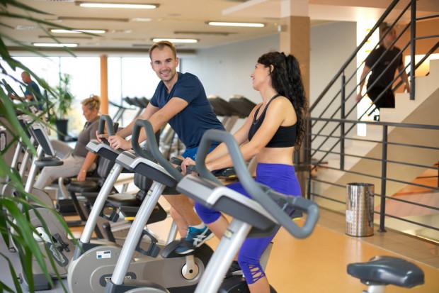 """Siłownie i kluby fitness liczyły, że dostaną zgodę na otwarcie 4 maja. Znalazły się jednak w czwartym etapie """"odmrażania aktywności fizycznej"""", bez podania konkretnej daty wznowienia działalności."""