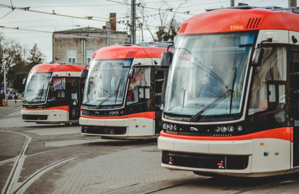 Obecnie w Gdańsku jest 11 tramwajów Pesa Jazz Duo z najnowszej dostawy. W poprzednich latach Gdańsk kupił jeszcze pięć tego typu pojazdów.