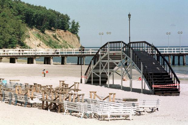 Podczas pierwszych sezonów Scena Letnia w niczym nie przypominała obecnego amfiteatru, umieszczona była też dużo bliżej orłowskiego molo.