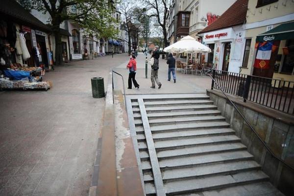 Zamknięcie tunelu najbardziej odczują właściciele barów na odcinku Monciaka między torami a al. Niepodległości.