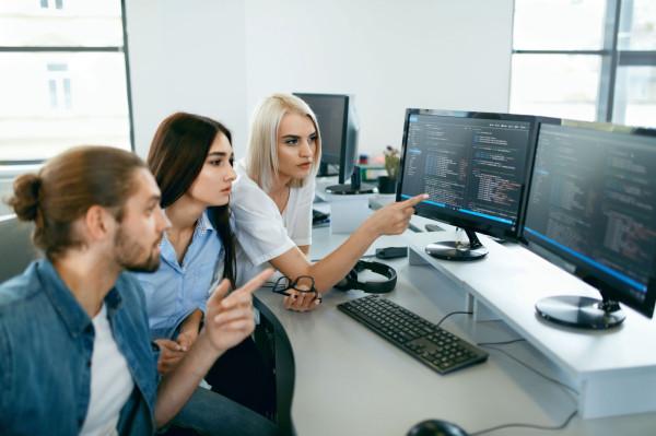 Programista to zawód cieszący się ogromną popularnością.