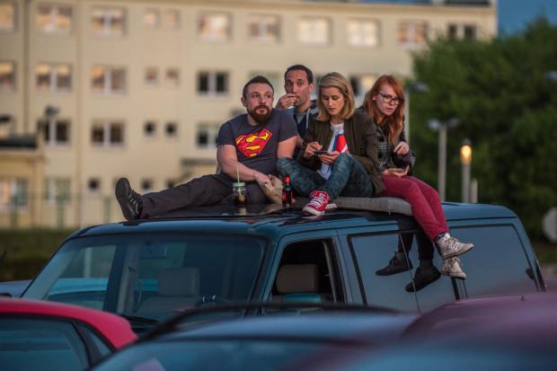 "Kino samochodowe pod Stadionem Energa. Projekcja filmu ""Drive"", lato 2017."