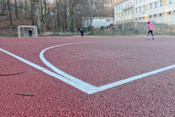 Od poniedziałku, 4 maja, obiekty sportowe znów będą otwarte, ale należy przestrzegać ograniczeń co do liczby ćwiczących równocześnie oraz zachować względy bezpieczeństwa.