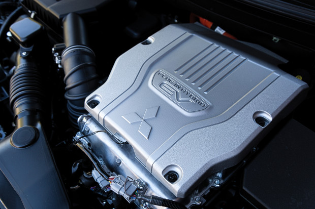 Układ hybrydowy generuje łączną moc 224 KM.
