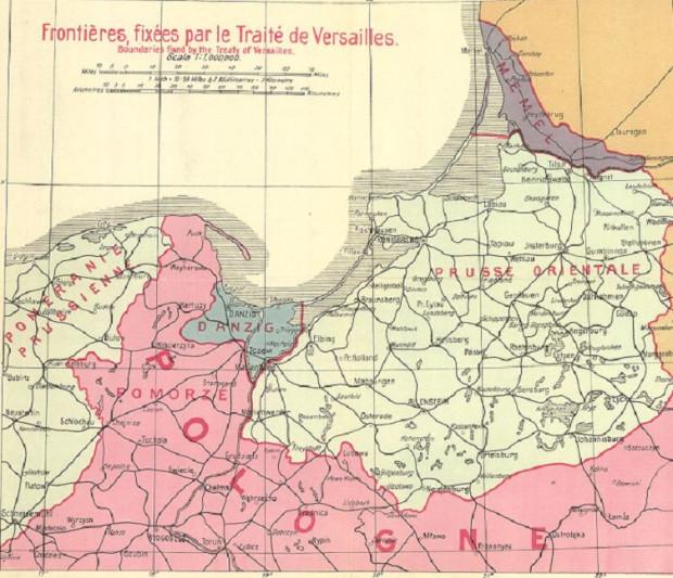 Mapa granic ustalonych Traktatem Wersalskim. Obszar Wolnego Miasta Gdańska oznaczono kolorem niebieskim. Natomiast w prawym górnym rogu znajduje się oznaczony kolorem fioletowym okręg Kłajpedy. Jako ciekawostkę warto wspomnieć, że wobec tego zdominowanego przez Niemców terenu również był plan utworzenia wolnego miasta. Ostatecznie pomysł nie został zrealizowany, a okręg Kłajpedy został włączony w granice Litwy.