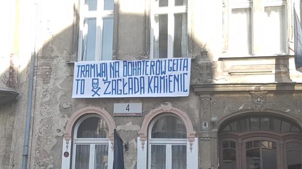 Mieszkańcy ul. Bohaterów Getta Warszawskiego są przeciwni, by na ich wąskiej i zabudowanej kamienicami ulicy powstała linia tramwajowa.