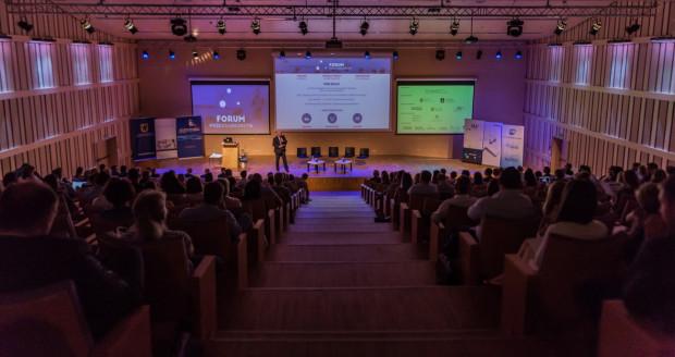 W Pomorskim Parku Naukowo-Technologicznym odbywały się już duże imprezy - np. Forum Przedsiębiorstw. W sali konferencyjnej bez problemu będzie można w odpowiednich odległościach posadzić 28 radnych.