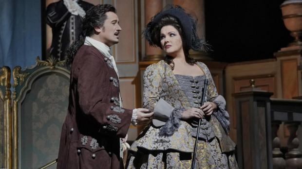"""Przed rokiem na transmisję """"Adriany Lecouvreur"""" z Metropolitan Opera w gdańskim Multikinie bilety wyprzedano z ogromnym wyprzedzeniem. Na inne tego typu transmisje również. Teraz fani kultury z górnej półki mają do nich dostęp za darmo, w internecie. Jak ta ogólnodostępność wpłynie na zmianę naszych upodobań, kiedy życie kulturalne na powrót przeniesie się ze świata wirtualnego do realnego?"""