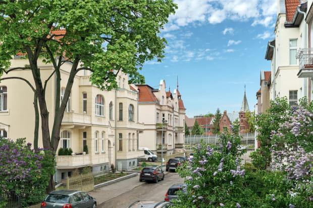 Górny Wrzeszcz, ul. Staszica, to miejsce, które urzeka kameralnością małego miasta zbrukowanymi uliczkami i odrestaurowanymi zabytkowymi kamienicami.