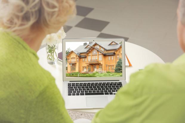 Zamiast wizyty w budynku prezentacja oglądana we własnym domu. Tak wyglądają teraz transakcje nieruchomościowe. Tak będzie także w przyszłości.