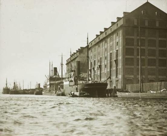 Spichlerze nr 3 i 4. Zdjęcie z lat 1920-1925.