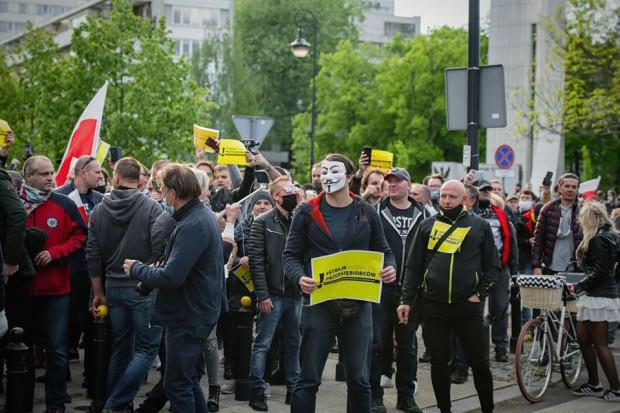 """W czwartek na ulicach Warszawy doszło do konfrontacji akcji """"strajk przedsiębiorców"""" z policją."""