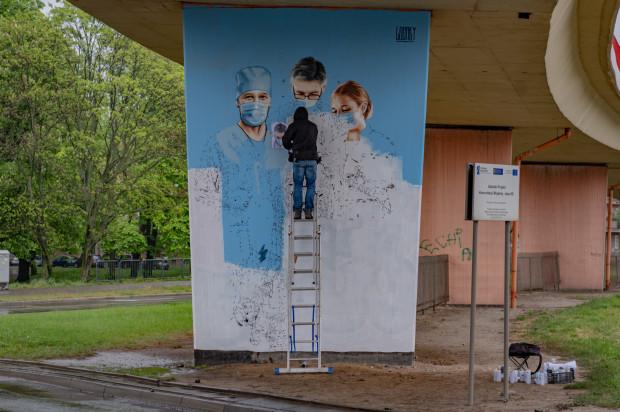 W Gdańsku powstaje nowy mural Marka Looneya Rybowskiego.