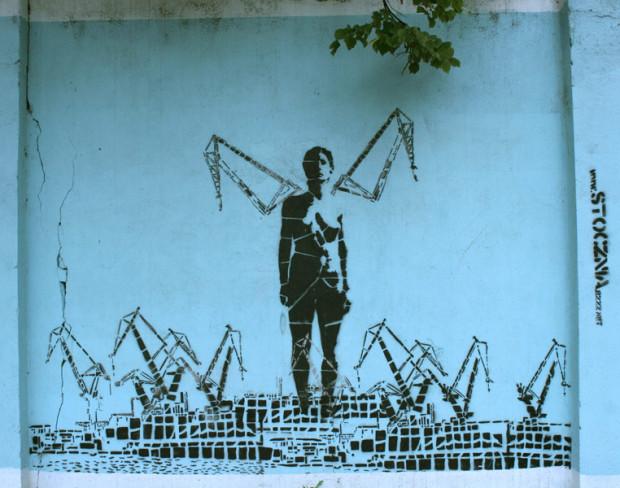 """Mural """"Nike"""" Iwony Zając na murze otaczającym Stocznię od strony ulicy Jana z Kolna."""