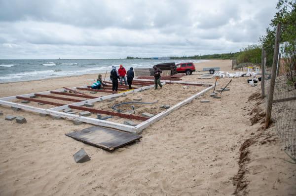 W tym roku bary plażowe rozpoczną działalność dopiero od początku czerwca. Ich właściciele liczą jednak, że sezon będzie udany.