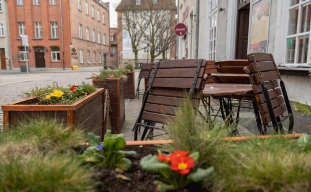 Branża gastronomiczna powoli wraca do życia. W ostatni weekend w Gdańsku działała już część ogródków gastronomicznych.