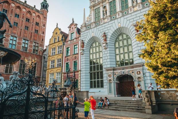 Muzeum Gdańska otrzymało od miasta Dom Ekonomistów, znajdujący się tuż za Dworem Artusa (na zdjęciu). Ma on zasilić kompleks budynków Dworu Artusa.