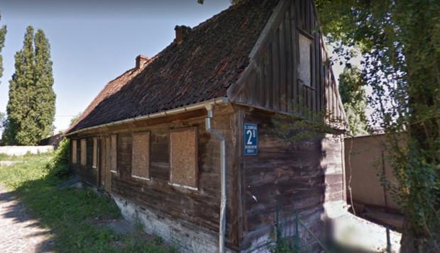 Drewniany dom w Nowym Porcie niszczeje - uwagę na to zwrócił konserwator zabytków.