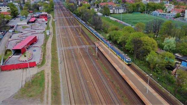 W sobotę (02.05) po raz pierwszy w regularny kurs wyruszył pociąg SKM złożony z trzech jednostek trakcyjnych.