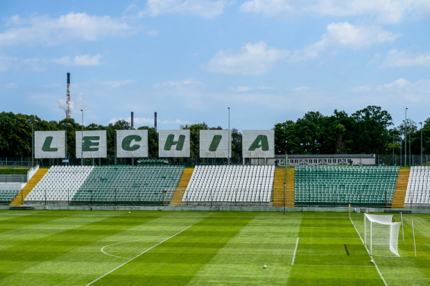 Stadion przy ul. Traugutta wymaga bardzo dużych ilości wody do podlewania płyty, co jest kosztowne, bo trzeba używać wody wodociągowej.
