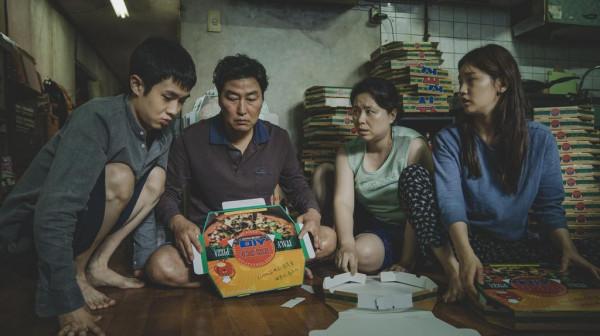 """Obsypany Oscarami """"Parasite"""" to jedna z propozycji Kina W Domu, które organizuje Kino Żak."""