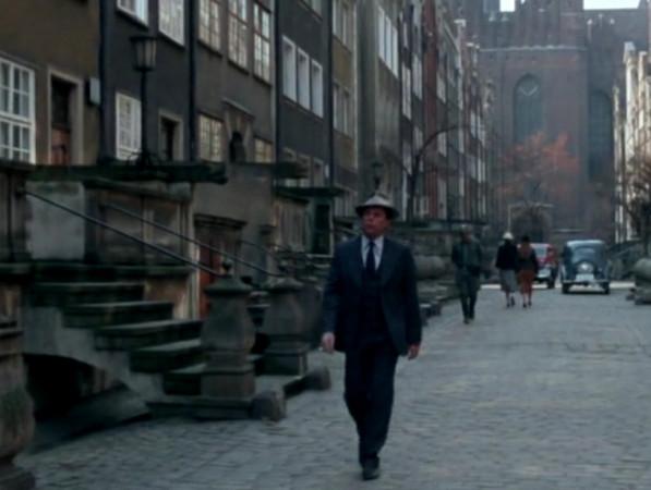 Detektyw Bednarski przede wszystkim operował w Gdańsku, ale lubił tropić przestępców w Gdyni czy zagrać na wyścigach konnych w Sopocie.