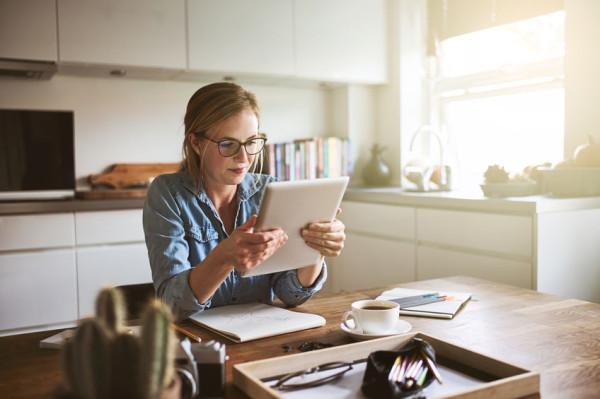 Coraz więcej deweloperów przygotowuje układy funkcjonalne mieszkań i domów, które umożliwiają stworzenie domowego biura.