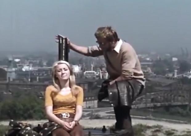 """Śledztwo redaktora Kosonia z serialu """"S.O.S."""" prowadziło widzów przez różne zakamarki Trójmiasta, na czele z Gdańskiem pierwszej połowy lat 70."""
