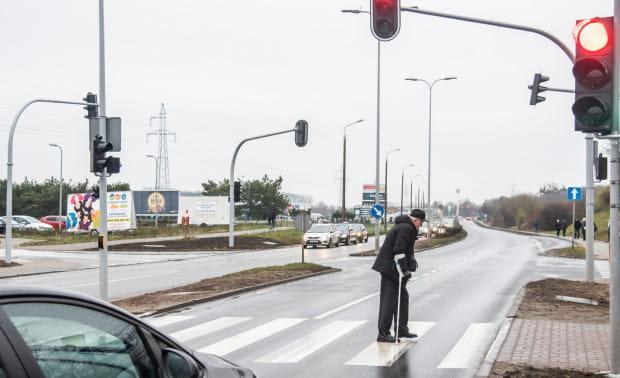 Inteligentne przejście dla pieszych w zeszłym roku pojawiło się na skrzyżowaniu Płk Dąbka i Staniewicza.