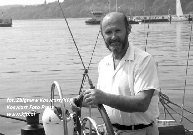 Na jachcie zbudowanym w gdańskiej Stoczni, Henryk Jaskuła został pierwszym Polakiem, który samotnie opłynął świat bez zawijania do portów.