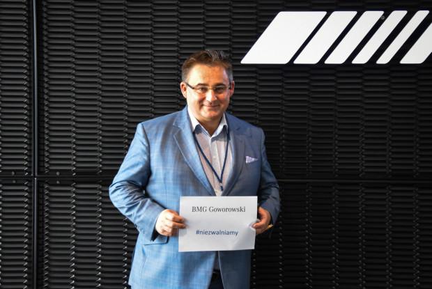 Właściciel firmy BMG Goworowski - Bogdan Goworowski, reklamujący akcję #niezwalniamy.
