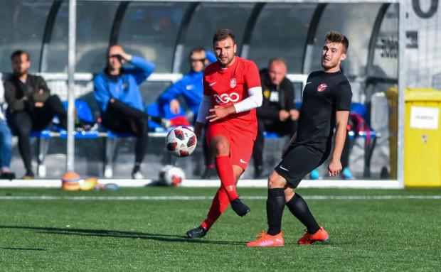 W przyszłym sezonie V ligi zobaczymy aż trzy drużyny z Sopotu. Na zdjęciu kadr z meczu Kamionki Sopot i Sopockiej Akademii Piłkarskiej, które dotychczas mierzyły się w rozgrywkach pucharowych.