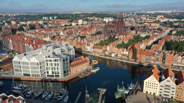 Choć Zespół Staromiejski Gdańska został niemal doszczętnie zniszczony pod koniec II wojny światowej, został wciągnięty do rejestru zabytków na długo przed zakończeniem odbudowy, tj. już w 1947 r.