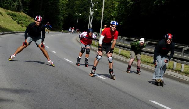 Zjazd ul. Słowackiego może być przeżyciem ekstremalnym, 12% nachylenia pozwala rozpędzić się nawet do 60 km/h.