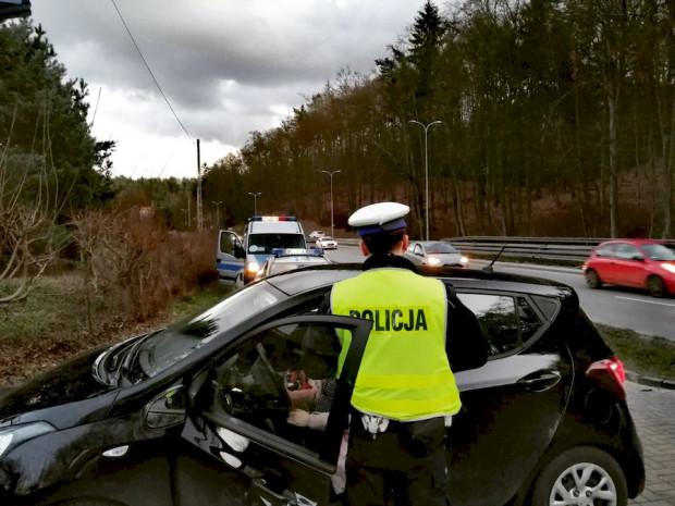 Policjanci gdańskiej drogówki podczas jednej z weekendowych interwencji.