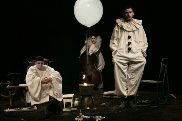 """Spektakl """"Chimery Afanasjewa"""" w reżyserii Tomasza Kaczorowskiego proponuje Teatr na Plaży w Sopocie w piątek 22 maja od godz. 20."""