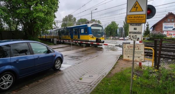 Dużo więcej problemów stwarza przejazd w okolicy Chylońskiej, gdzie rozwiązaniem byłby tunel. Miasto liczy w tej sprawie na inicjatywę PKP.