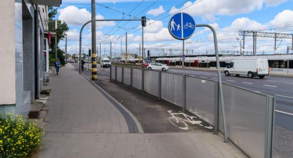 Skrzyżowanie Morska i Warszawska w Gdyni to miejsce, gdzie brakuje rozwiązań dla rowerzystów.