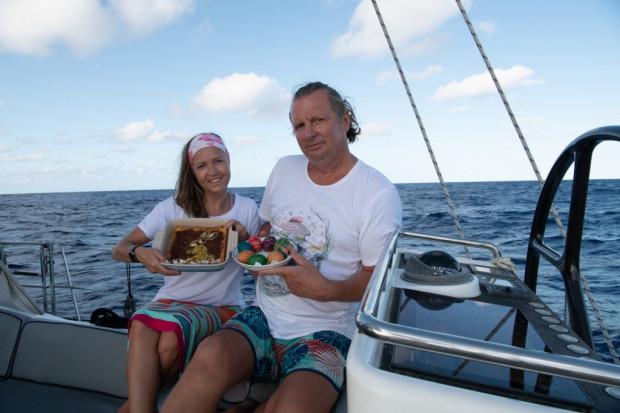 Mariusz Koper i Hanna Leniec-Koper żeglowali bez przerwy przez 55 dni. Na wodach oceanicznych spędzili m.in. Wielkanoc.